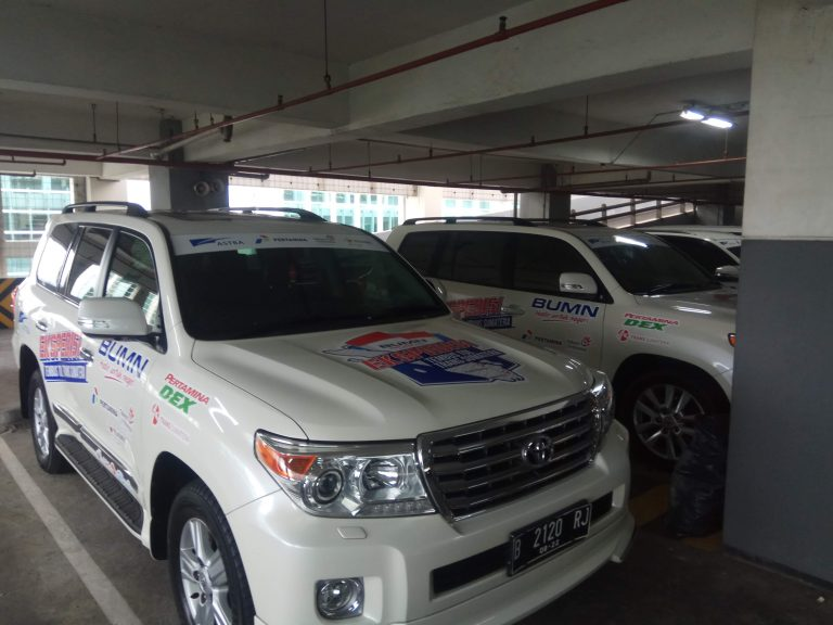 sewa rental mobil mewah land cruiser pengantin rent wedding car